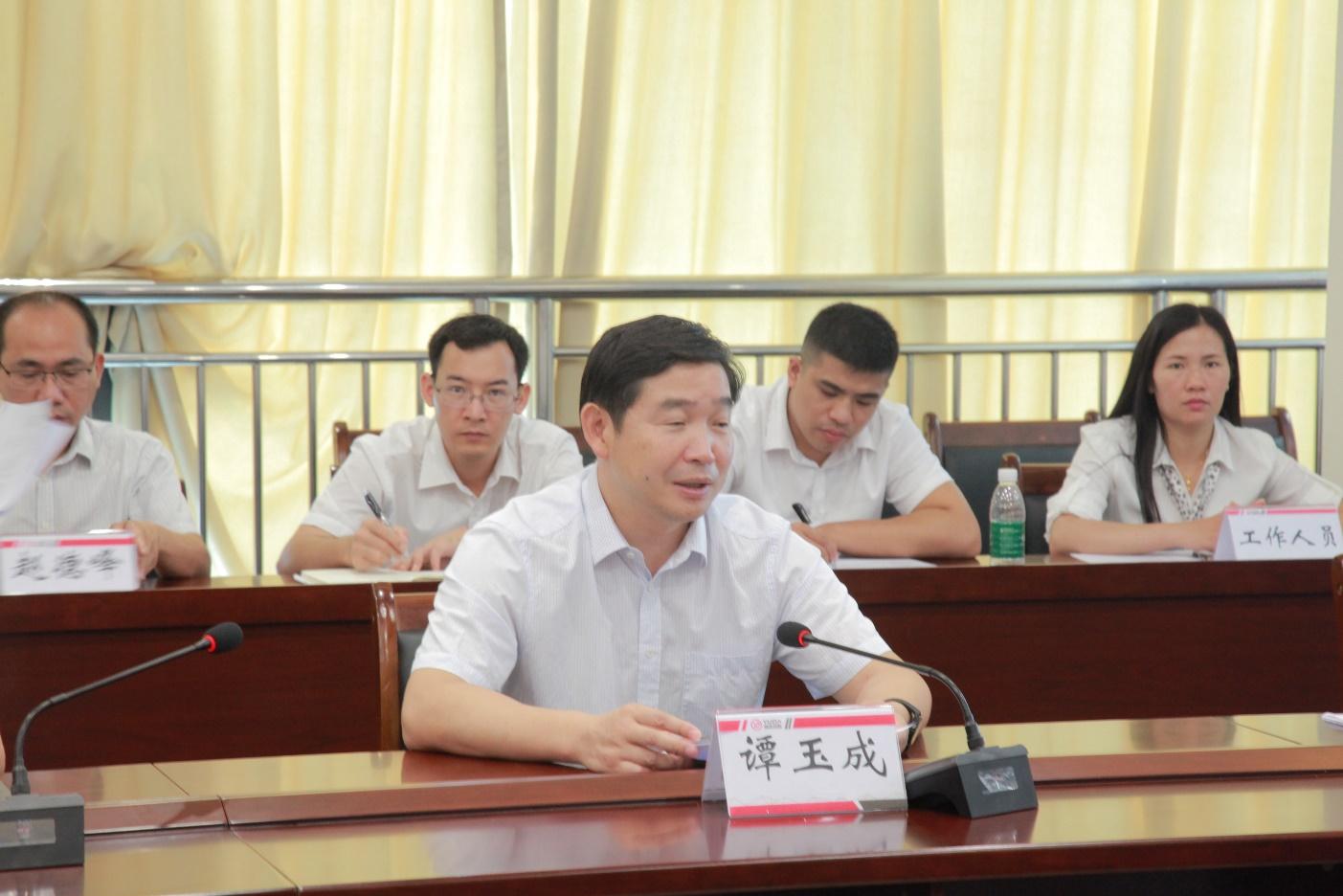 金秀瑶族自治县党委书记谭玉成.png